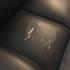 Ocultar los arañazos de gato sobre una butaca de cuero